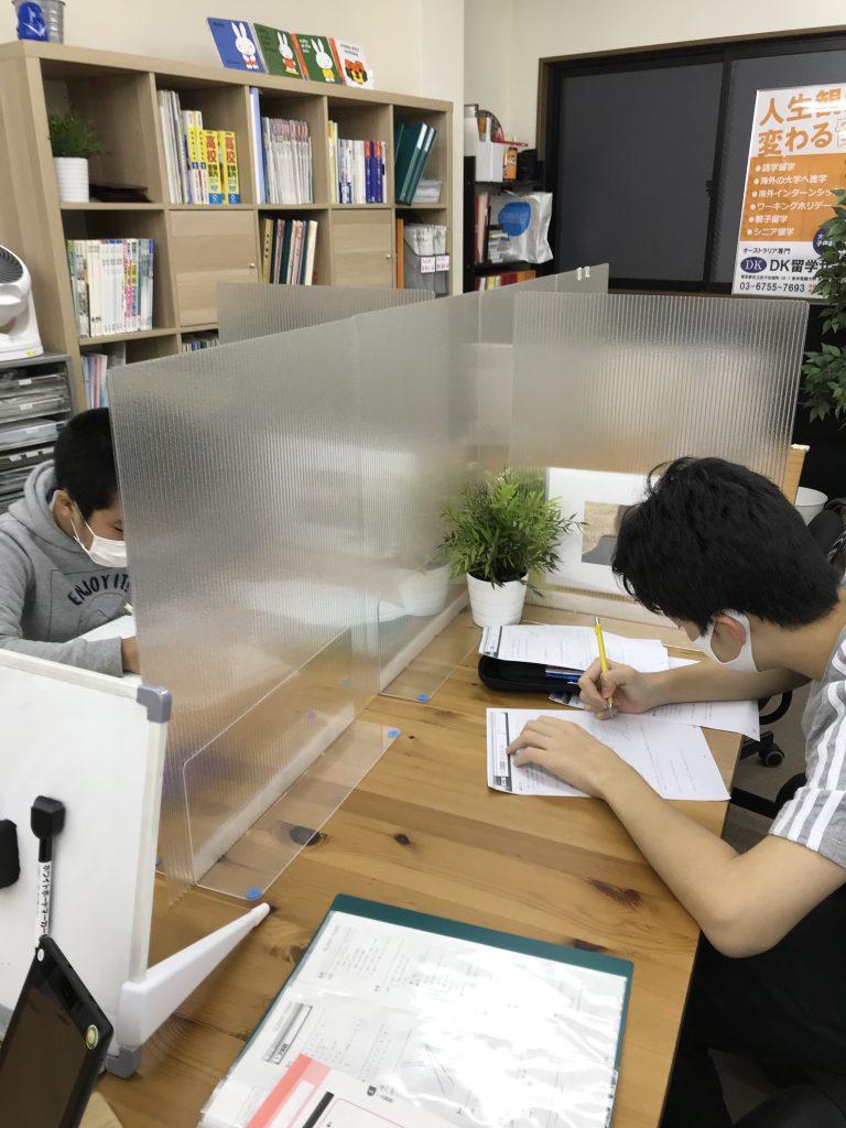生徒の学習中の画像
